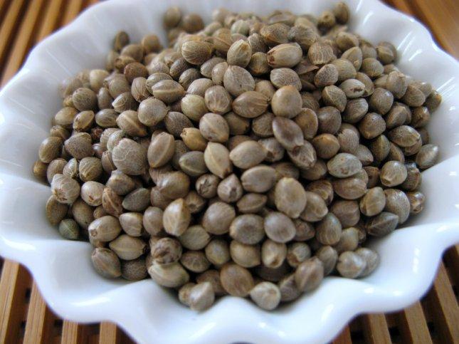 semințe de cânepă nedecorticate